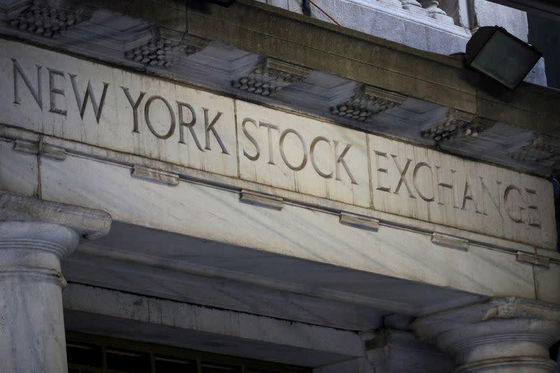 Borsa Usa, crescenti tensioni con Cina pesano su S&P 500, Dow Jones