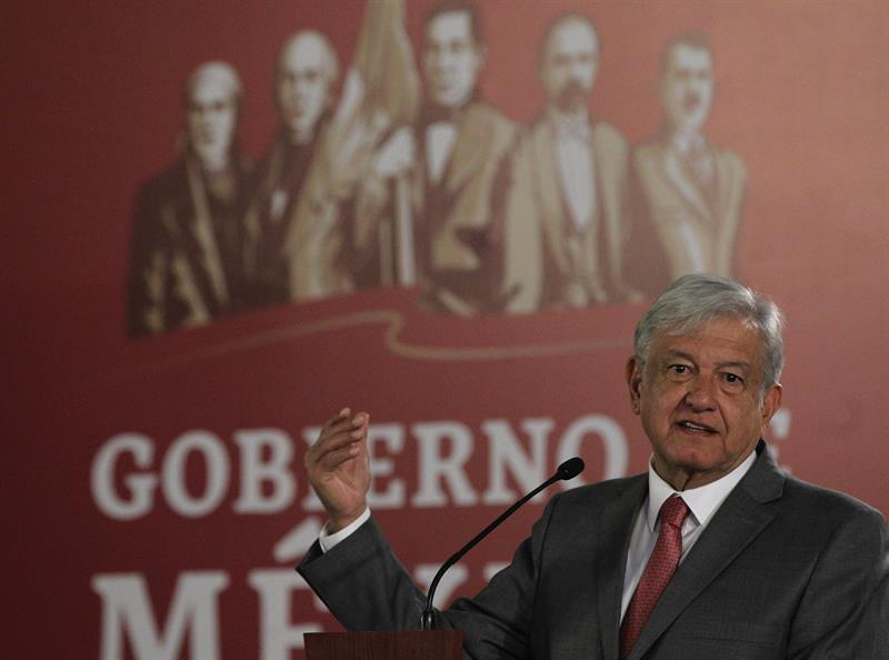 López Obrador urge a superar crisis petrolera de México