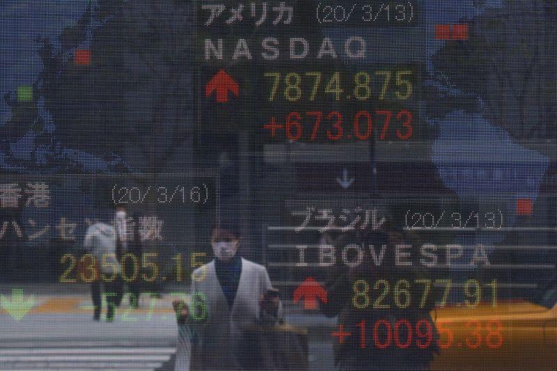 Borsa Tokyo ai minimi di 3 anni e mezzo nonostante promesse stimolo BoJ