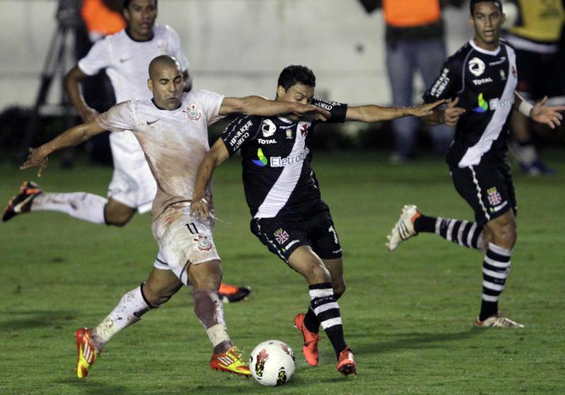 O famoso duelo pela Libertadores de 2012 (Reuters)
