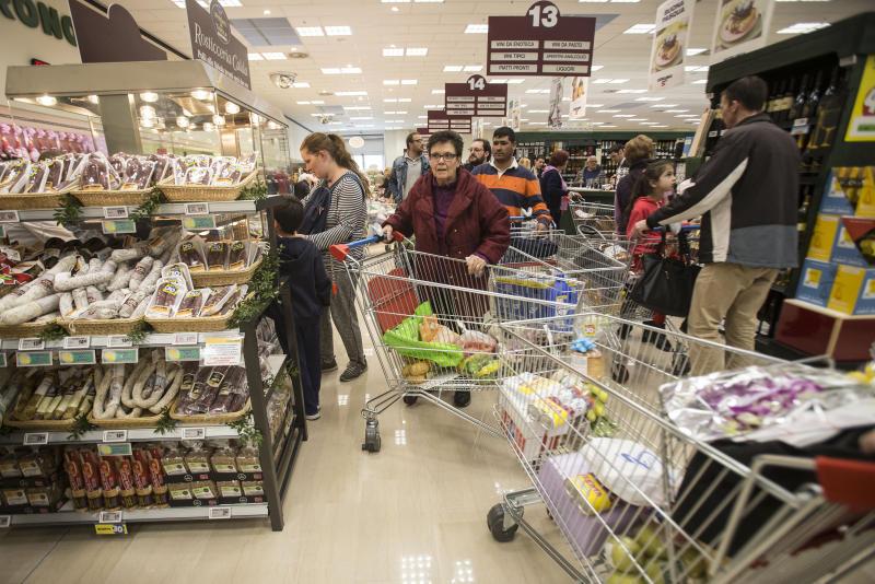 Consumi, Italia maglia nera in Europa, nel 2019 rallentano