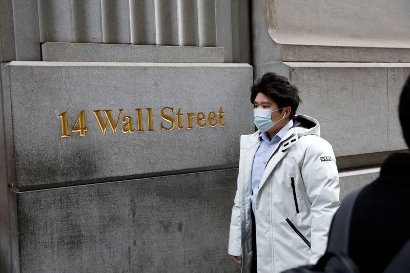 Borsa Usa, Wall Street scivola su assenza dettagli pacchetto stimolo