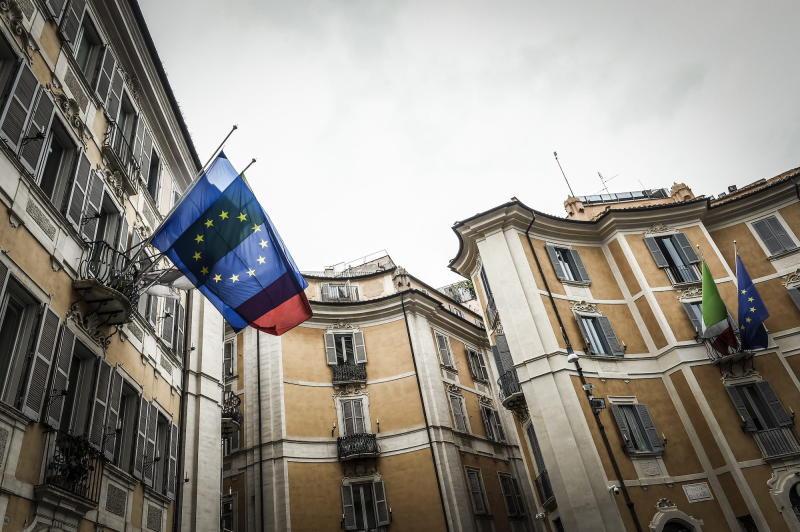 Partenza negativa per l'azionario Eurozone