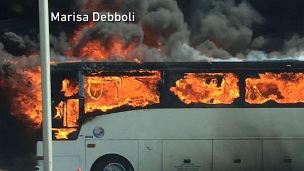 40 College Students Narrowly Escape Burning Bus