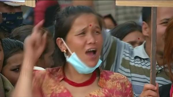 Frustration in quake-hit Kathmandu over government's slow aid relief