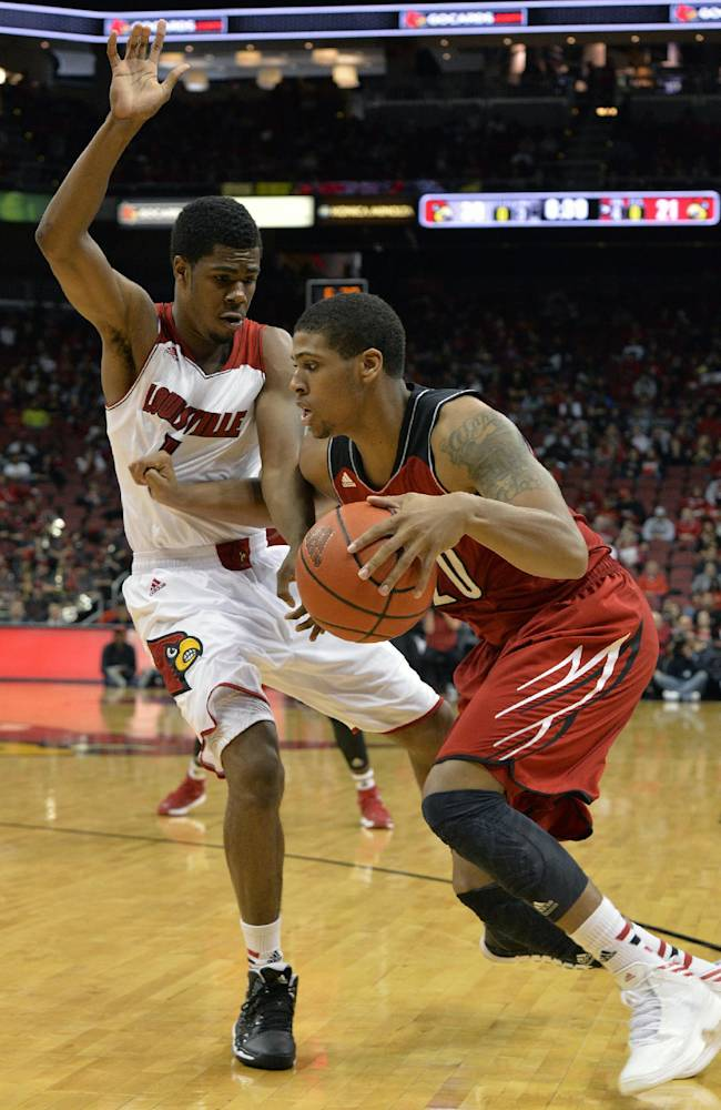 Louisville's Wayne Blackshear, right, attempts to drive around the defense of Anton Gill during their NCAA college basketball scrimmage Saturday, Oct. 19, 2013, in Louisville, Ky