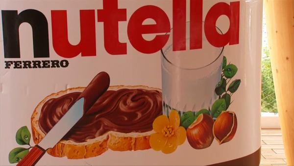 Minister's sweetner in Nutella spat