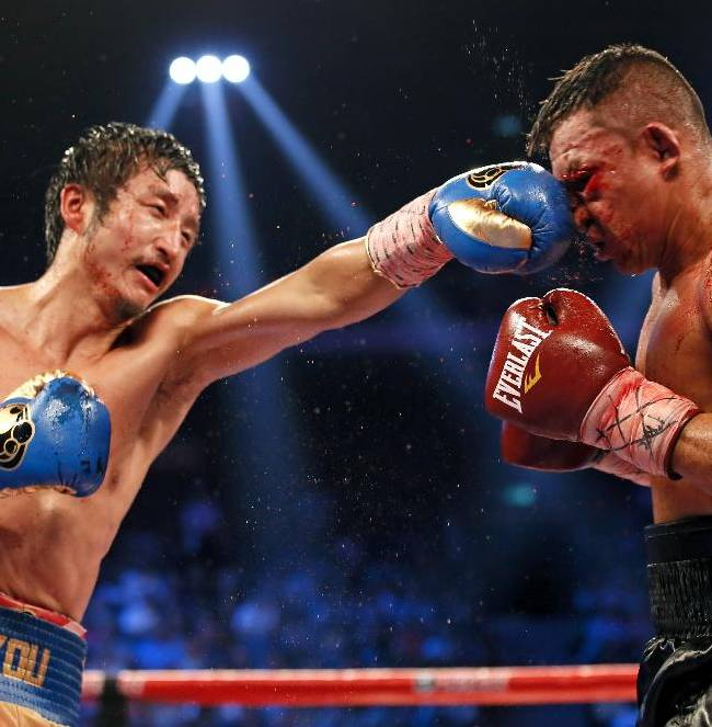 Zou Shiming fights for a title in 7th pro bout vs Ruenroeng