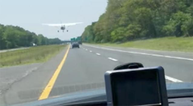 Plane weaves between traffic to land on busy highway