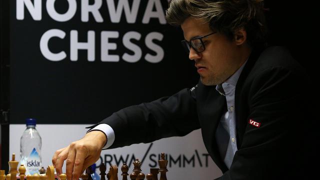 World Chess Championship's 'Kama Sutra' logo criticised