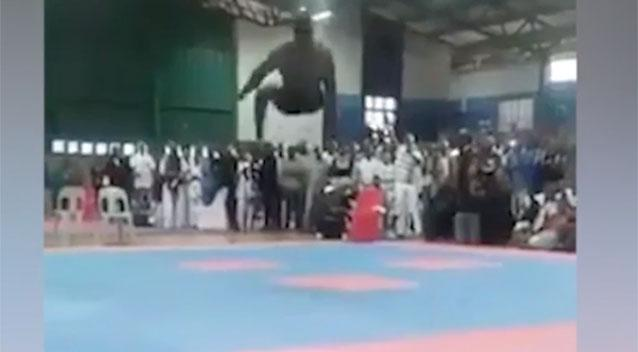 Bodybuilder breaks his neck and dies attempting a back-flip at competition