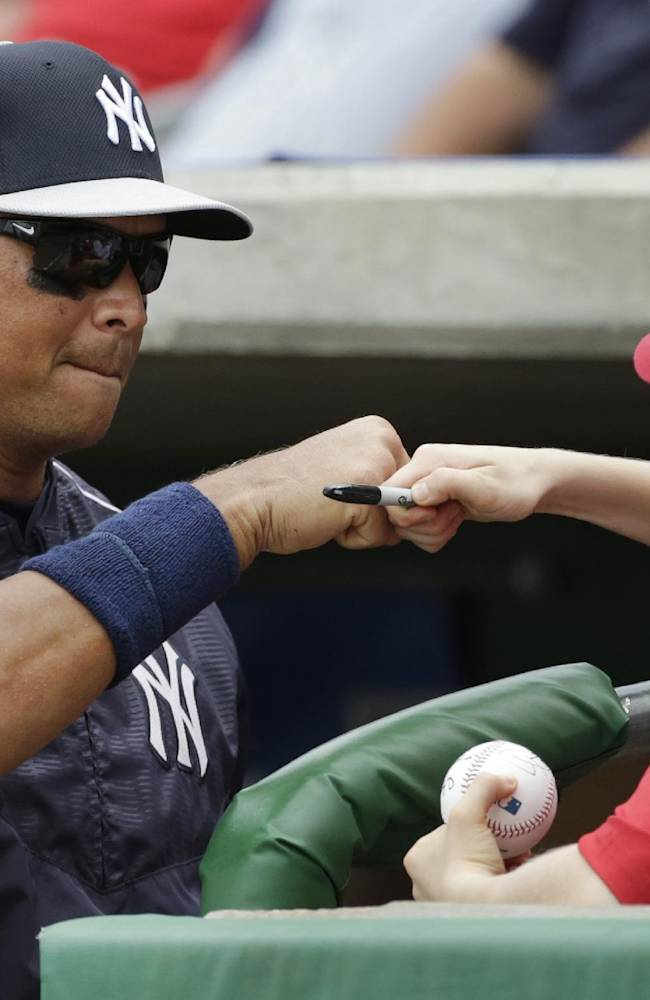 Drew, Young lead Yankees past Phillies, 10-0