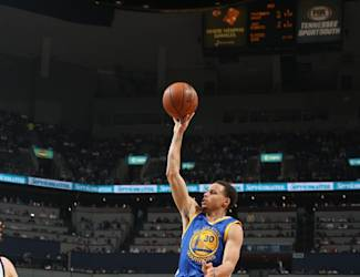 MEMPHIS, TN - MARCH 27: Stephen Curry #30 of the Golden State Warriors shoots against the Memphis Grizzlies on March 27, 2015 at FedExForum in Memphis, Tennessee. (Photo by Joe Murphy/NBAE via Getty Images)