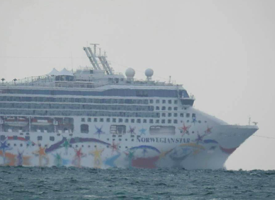 Norwegian Star Cruise Ship Stranded Francis Lahue Port Of Melbourne - Stranded cruise ship