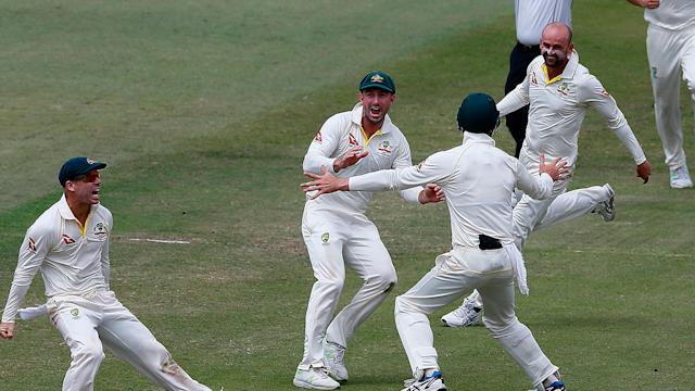 Dispute between players overshadows Australia defeat of South Africa