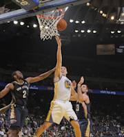 OAKLAND, CA - DECEMBER 17: Klay Thompson #11 of the Golden State Warriors shoots a layup against Darius Miller #2 and Ryan Anderson #33 of the New Orleans Pelicans on December 17, 2013 at Oracle Arena in Oakland, California. (Photo by Rocky Widner/NBAE via Getty Images)