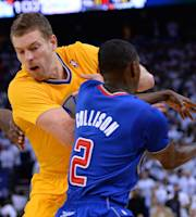 OAKLAND, CA - DECEMBER 25: David Lee #10 of the Golden State Warriors has the ball stolen from him by Darren Collison #2 of the Los Angeles Clippers during the fourth quarter at ORACLE Arena on December 25, 2013 in Oakland, California. (Photo by Thearon W. Henderson/Getty Images)