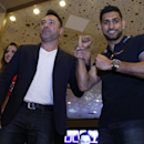 Boxing - Saul 'Canelo' Alvarez & Amir Khan Grand Arrivals - MGM Grand, Las Vegas, United States of America - 3/5/16 Oscar De La Hoya and Amir Khan during the Grand Arrivals Action Images via Reuters / Andrew Couldridge Livepic EDITORIAL USE ONLY.