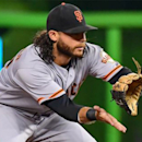 Brandon Crawford gives beat writer his jockstrap after BP throwing accident