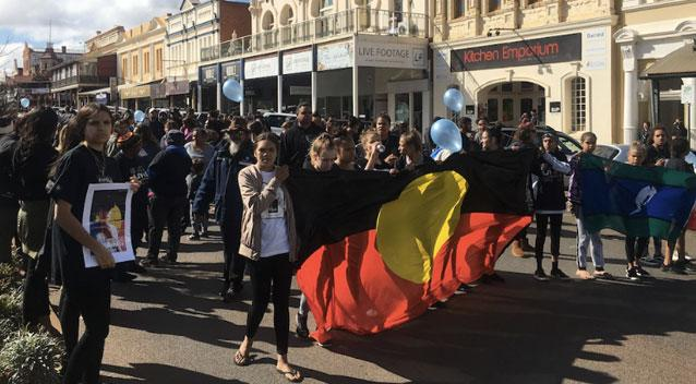 Crowds take to the streets in Kalgoorlie on Friday. Source 7 News