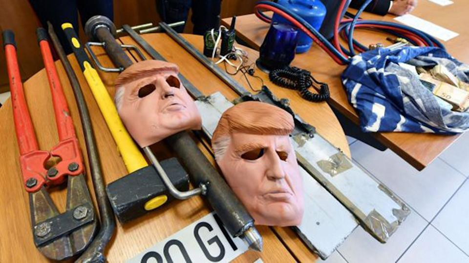 Brothers wearing Donald Trump masks 'rob cash machines in northern Italy'