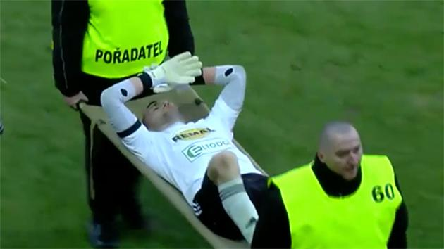Striker comes to goalkeeper's aid in Czech league match