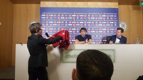 Antonio Conte Chelsea Manchester United stunt