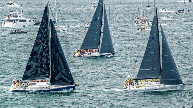 Near collision marks start of Sydney to Hobart race