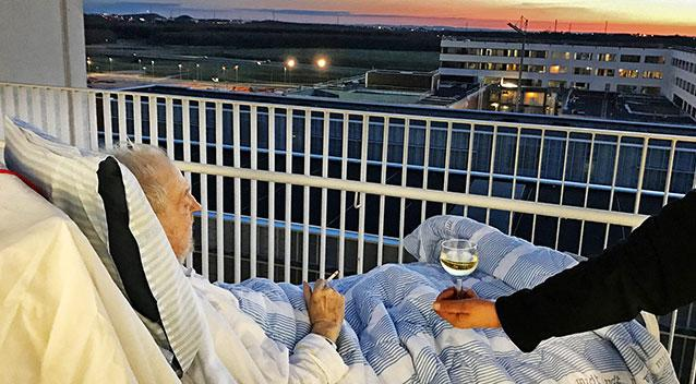 Nurses Break Hospital Rules To Let Dying Man Smoke, Watch The Sunset
