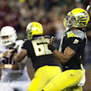 Oregon quarterback Marcus Mariota (8) throws a touchdown pass to wide receiver Devon Allen against Washington State during the first quarter of an NCAA college football game Saturday, Sept. 20, 2014, in Pullman, Wash. (AP Photo/Dean Hare)
