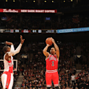 TORONTO, CANADA - NOVEMBER 13: Derrick Rose #1 of the Chicago Bulls shoots the ball against the Toronto Raptors during the game on November 13, 2014 at the Air Canada Centre in Toronto, Ontario, Canada. (Photo by Ron Turenne/NBAE via Getty Images)