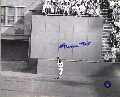 """Willie Mays Autographed """"The Catch 8x10 Photo"""