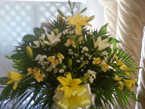 Yellow and White Tribute Basket ES3036
