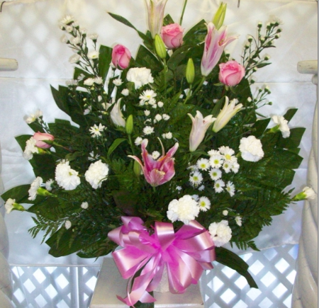 Pink and White Tribute Basket ES3093
