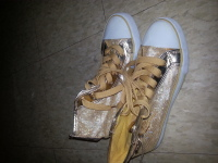 Apple Bottoms Sneakers Size 9