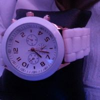 Ladies watch clean n trendy