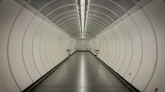tunnel-400917_1280