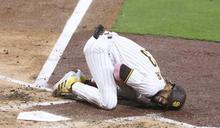 MLB》好強的曲球!小塔提斯揮棒落空肩膀脫位
