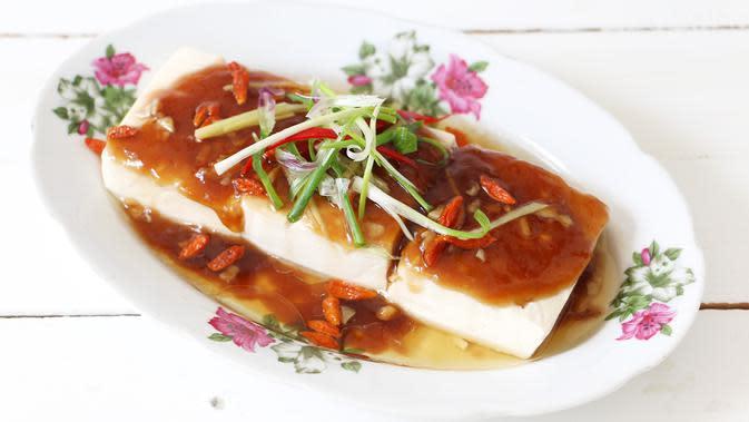 ilustrasi tahu saus tiram/photo by Kondoruk (Shutterstock)