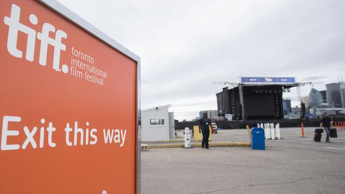Lokasi drive-in terlihat dalam ajang Toronto International Film Festival (TIFF) 2020 di Toronto, Kanada, 10 September 2020. TIFF 2020 akan menyajikan 50 film feature baru, lima program film pendek, serta bincang-bincang interaktif. (Xinhua/Zou Zheng)
