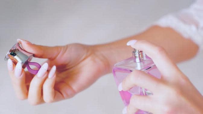 Sering memakai parfum? Simak beberapa kesalahan yang masih sering Anda lakukan saat menyemprotkan parfum.