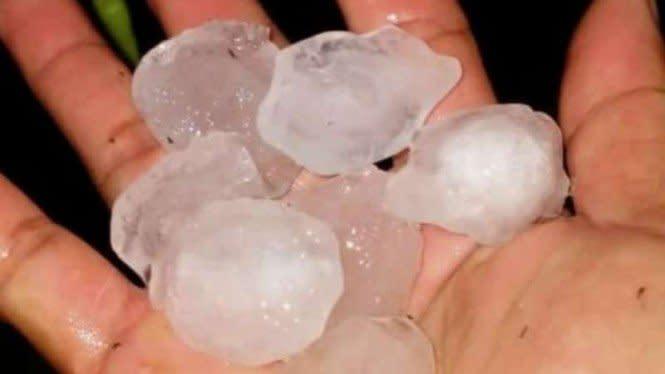 Heboh Fenomena Hujan Es di Sekadau, Kalimantan Barat