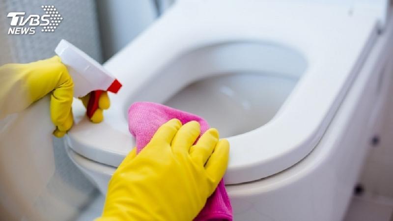 國外1名女子日前清洗自家浴廁時,聞到一股刺鼻氣味後當場昏倒,送醫急救後仍不幸身亡。(示意圖/shutterstock 達志影像)