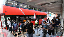 【海高斯遠離】市民「落波」後趕返工 紅隧巴士站排長龍