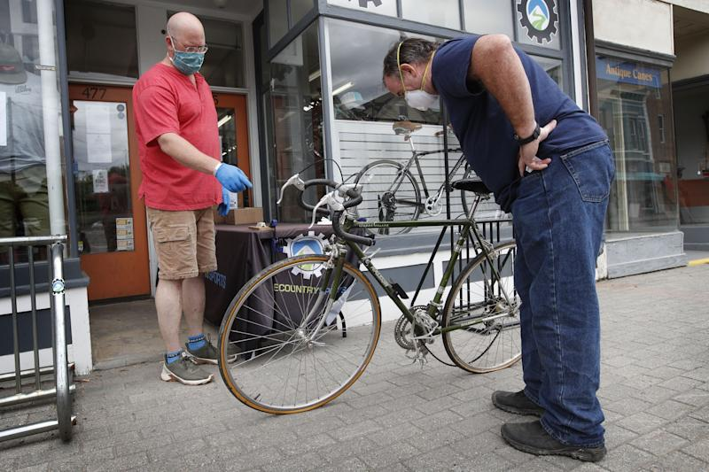 Pandemi menyebabkan ledakan peminat sepeda, dan kekurangan pasokan, di seluruh dunia