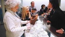 疫情肆虐無法出國旅遊 美富人爆買精品珠寶