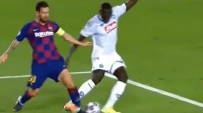 Insiden kaki Lionel Messi ditebas Kalidou Koulibaly