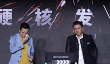 台上見到空空的導演椅⋯謝霆鋒、甄子丹「想起過世的他」轉身淚崩