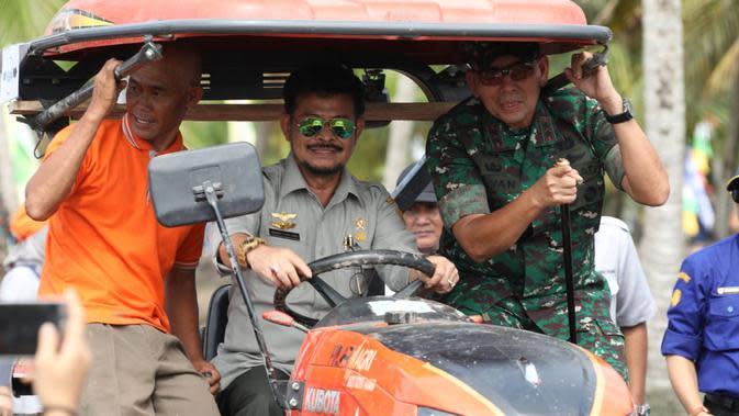 Menteri Pertanian, Syahrul Yasin Limpo saat menghadiri kegiatan Tutup Tanam Padi di Lahan Pasang Surut si Desa Karang Baru, Kecamatan Sumber Marga Telang, Banyuasin, Senin (23/12).