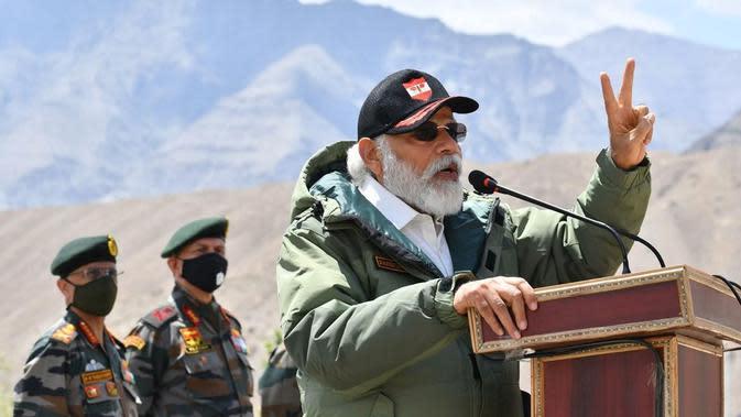 Perdana Menteri India Narendra Modi memberi semangat ke pasukan militer di perbatasan. Dok: PIB India
